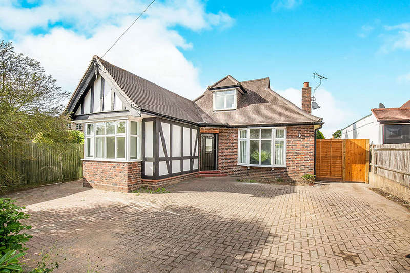 3 Bedrooms Detached Bungalow for sale in Elmcroft Drive, Chessington, KT9