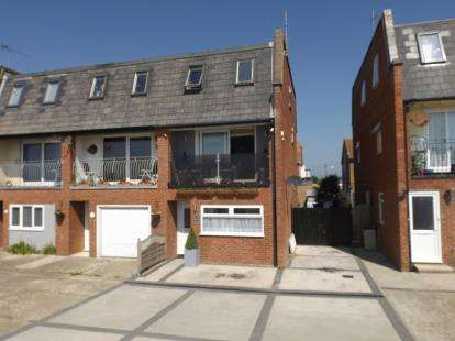 4 Bedrooms End Of Terrace House for sale in Jaywick, Clacton-On-Sea