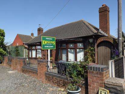 2 Bedrooms Bungalow for sale in Wolverhampton Road West, Bentley, Walsall, West Midlands