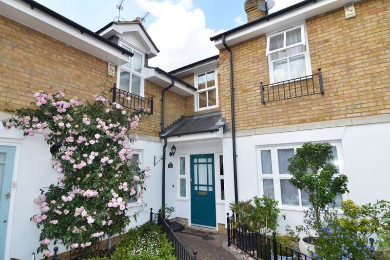 2 Bedrooms Terraced House for sale in Dells Close, Teddington, TW11