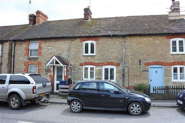 2 Bedrooms Terraced House for sale in Stockholm, Wyke Road, Gillingham
