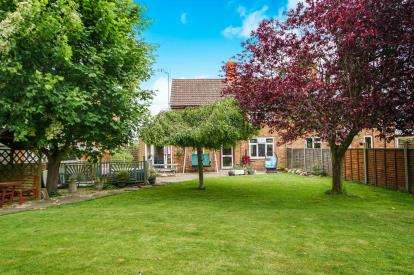 3 Bedrooms Semi Detached House for sale in Sandfield Crescent, Saul, Gloucester, Gloucestershire