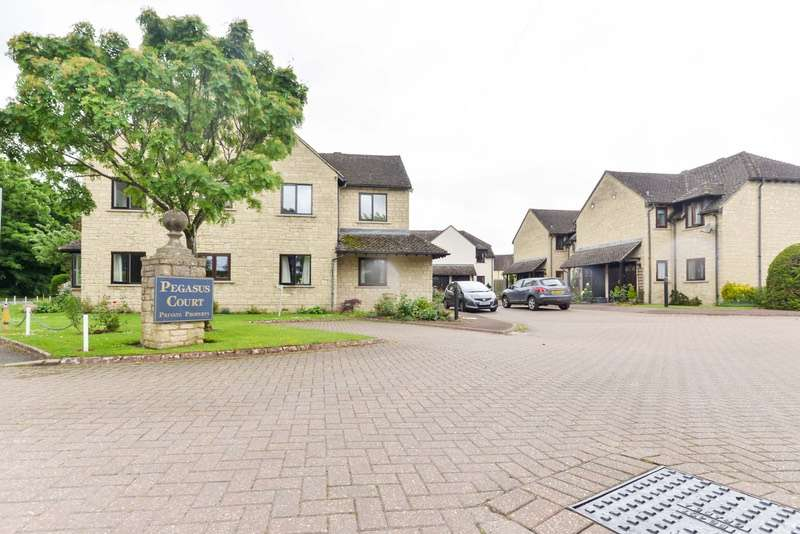2 Bedrooms Flat for sale in Pegasus Court, Bourton on the Water, Cheltenham, Gloucestershire, GL54