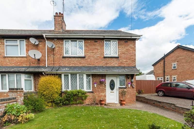 3 Bedrooms Semi Detached House for sale in Haycroft Road, Stevenage, County of Herefordshire, SG1