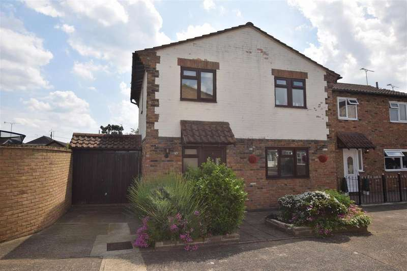 3 Bedrooms Detached House for sale in Merlin Court, Canvey Island