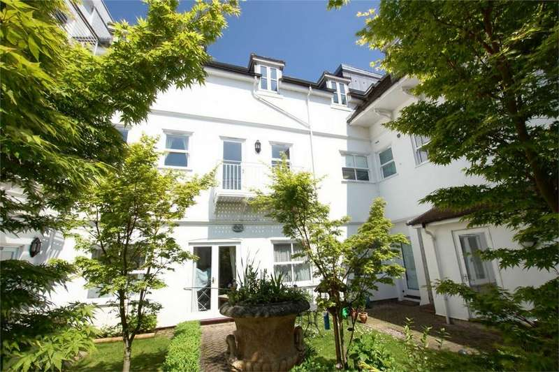 2 Bedrooms Flat for sale in Neville Court, Castle Lane, Warwick