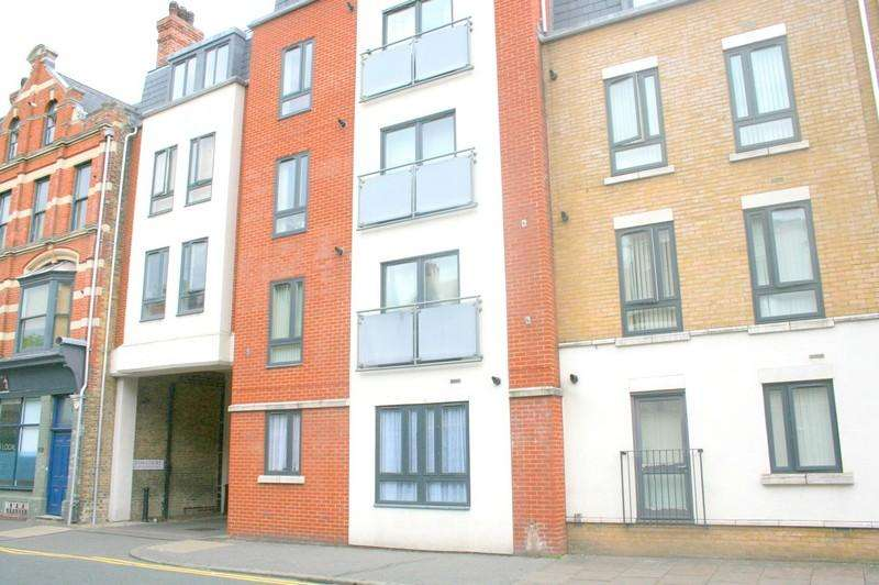 2 Bedrooms Apartment Flat for sale in Lyon Court, High Street, Rochester ME1
