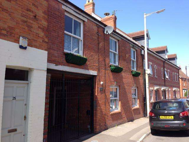 2 Bedrooms Flat for sale in Horsemans Mews, Northload Street, Glastonbury BA6
