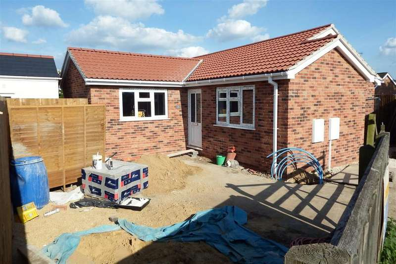 2 Bedrooms Detached Bungalow for sale in Tollgate, Spalding