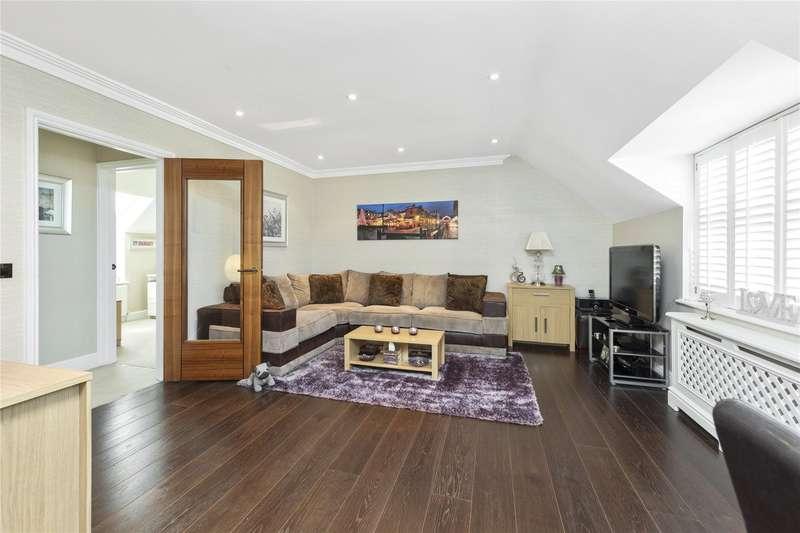 2 Bedrooms Maisonette Flat for sale in Elmgrove Road, Weybridge, Surrey, KT13