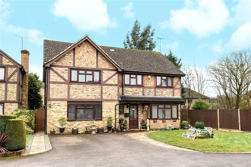 6 Bedrooms Detached House for sale in Comfrey Close, Farnborough, Hampshire, GU14