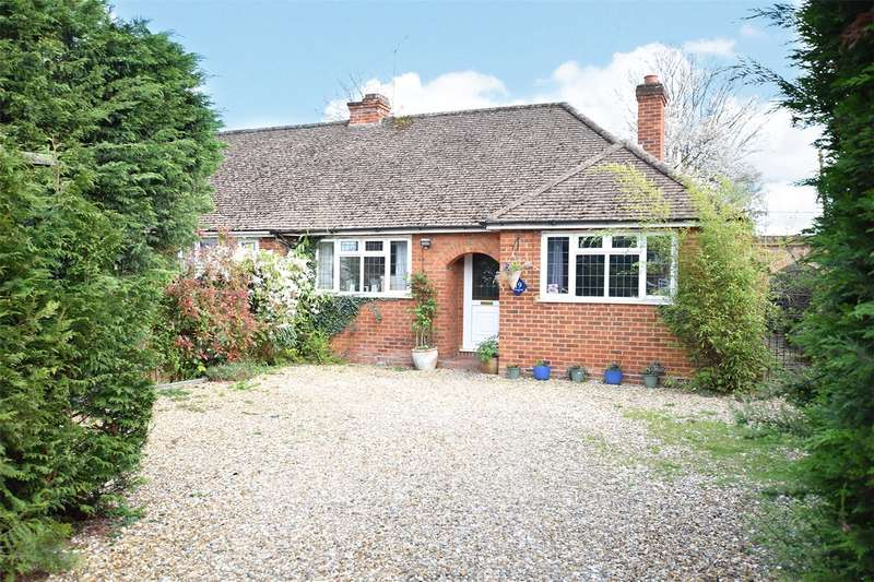4 Bedrooms Semi Detached Bungalow for sale in Meadow Way, Priestwood, Bracknell, Berkshire, RG42