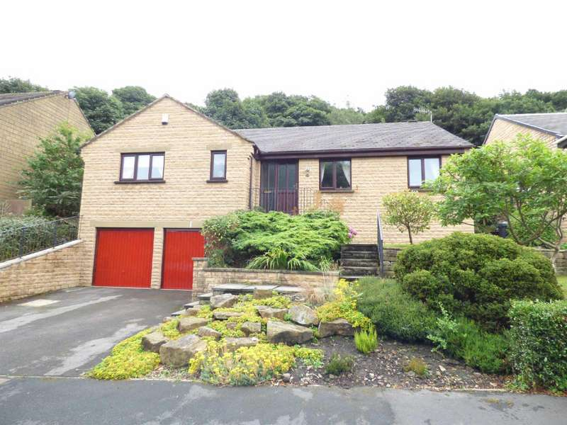 3 Bedrooms Detached Bungalow for sale in Ravenstone Drive, Greetland, Halifax, West Yorkshire, HX4