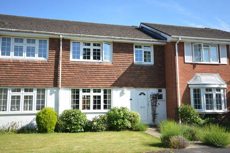 3 Bedrooms Terraced House for sale in Pennington Close, Pennington, Lymington