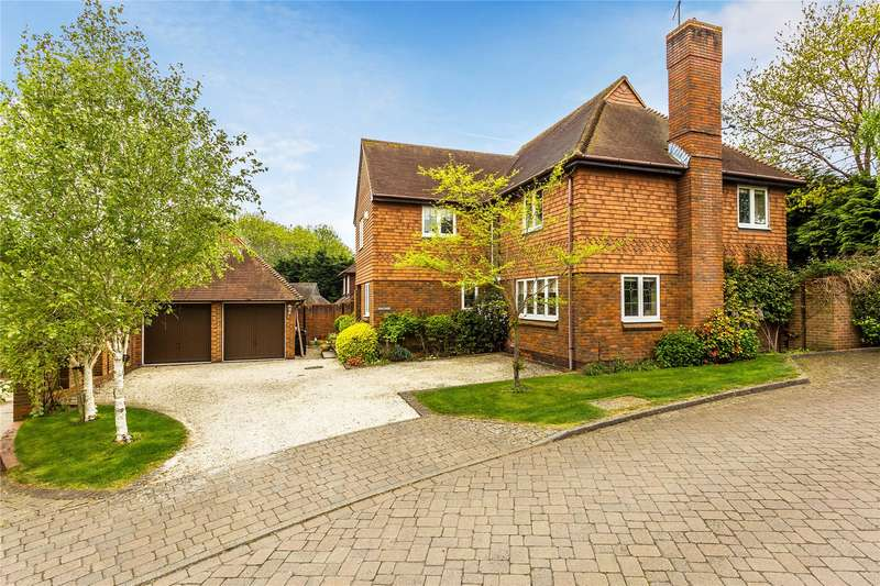 5 Bedrooms Detached House for sale in Springfield, Lightwater, Surrey, GU18