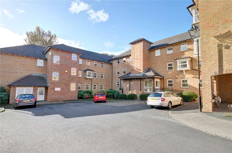 2 Bedrooms Flat for sale in St Giles Close, Gilesgate, Durham, DH1