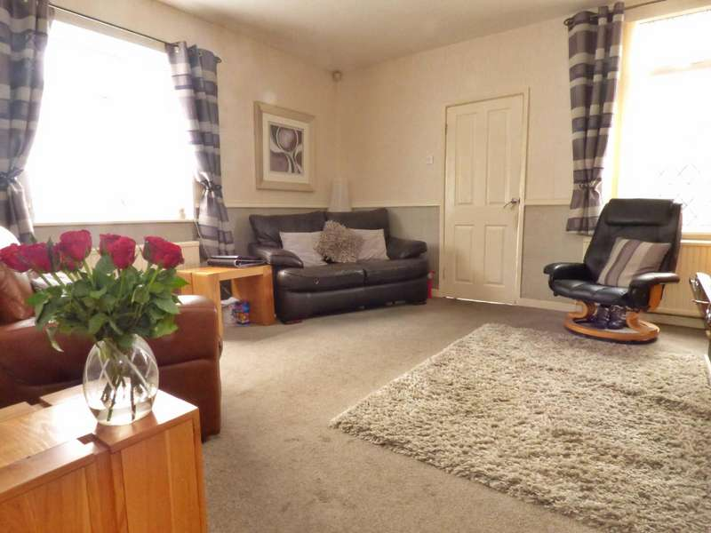 3 Bedrooms End Of Terrace House for sale in Stockfield Road, Chadderton, Oldham, OL9