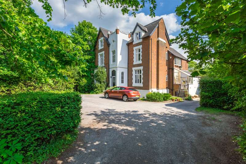 2 Bedrooms Flat for sale in Wray Park Road, Reigate, Surrey, RH2
