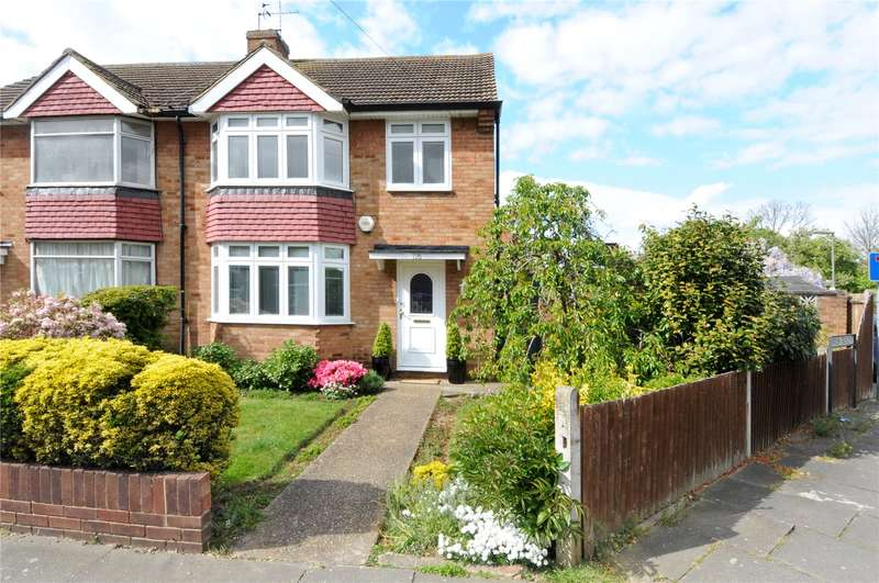 3 Bedrooms Semi Detached House for sale in Gaston Way, Shepperton, Surrey, TW17