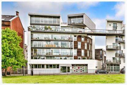 3 Bedrooms Flat for sale in Greendyke Street, Glasgow