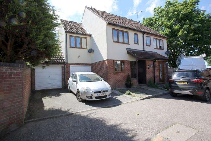 3 Bedrooms Semi Detached House for sale in FAIRBANK CLOSE, ONGAR CM5