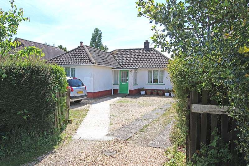 2 Bedrooms Detached Bungalow for sale in Station Road, Sway, Lymington