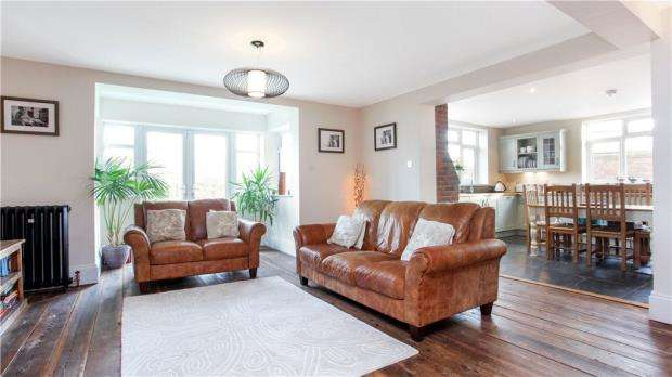3 Bedrooms Semi Detached House for sale in Dairy Cottages, Maidenhead Road, Windsor