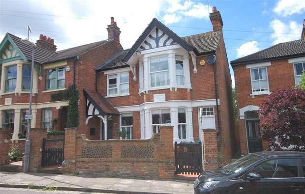 4 Bedrooms Semi Detached House for sale in Granville Street, Aylesbury, Buckinghamshire