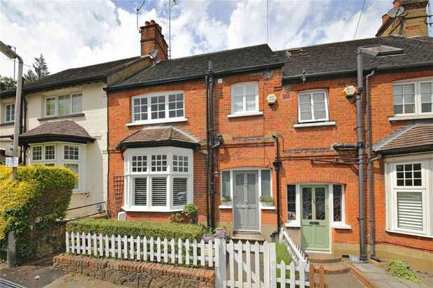 3 Bedrooms Cottage House for sale in Upper Station Road, Radlett, Hertfordshire