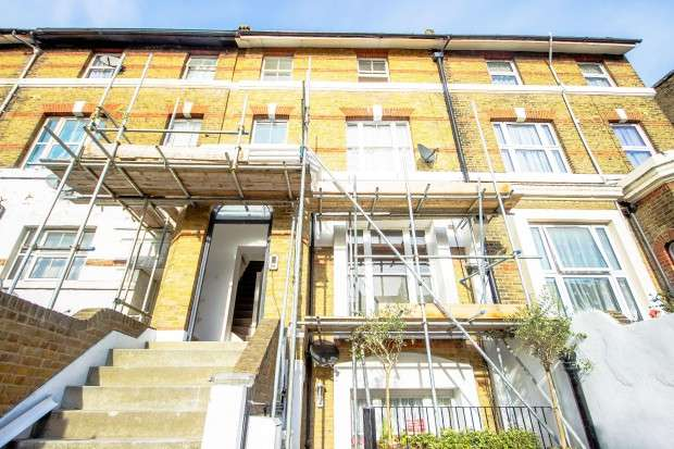 2 Bedrooms Apartment Flat for sale in Lee High Road, Hither Green, SE13