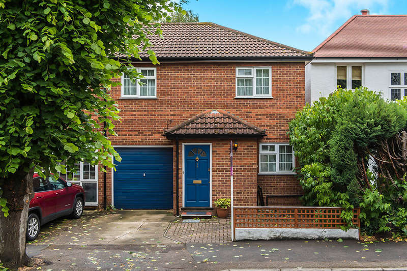 3 Bedrooms Semi Detached House for sale in Cranes Park Avenue, Surbiton, KT5