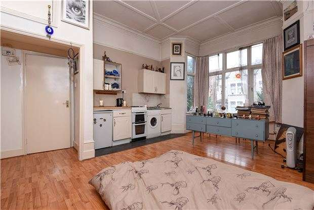 Studio Flat for sale in Gleneagle Road, SW16