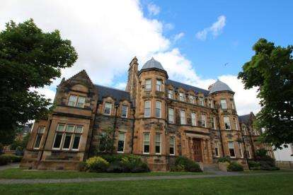3 Bedrooms Flat for sale in Parklands Oval, Crookston, Glasgow