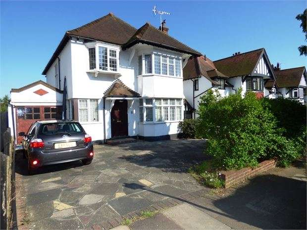 4 Bedrooms Detached House for sale in Meadway, Chalkwell, Chalkwell, SS0 8PJ