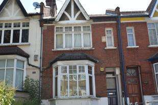 2 Bedrooms Flat for sale in Brownhill Road, Catford, London