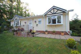 2 Bedrooms Bungalow for sale in Stonehill Woods Park, Old London Road, Sidcup, Kent