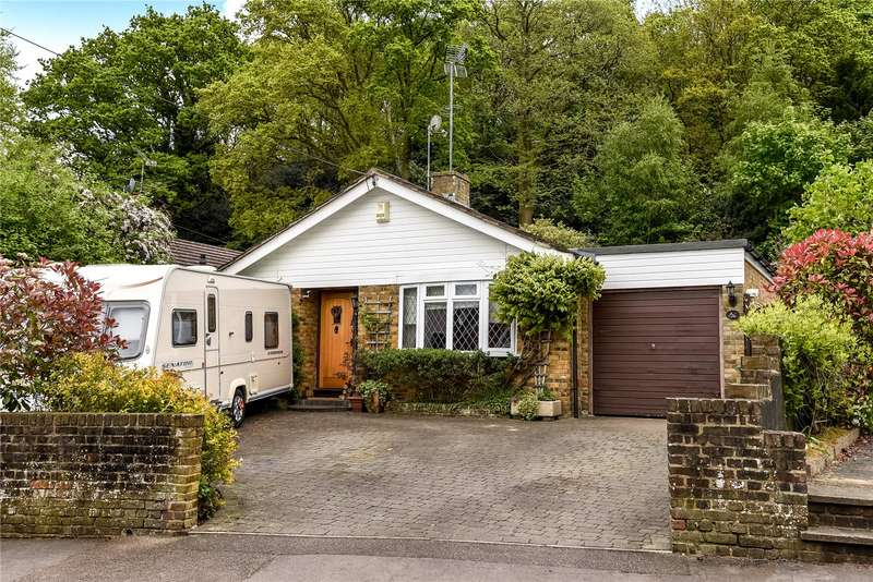 3 Bedrooms Detached Bungalow for sale in School Hill, Sandhurst, Berkshire, GU47