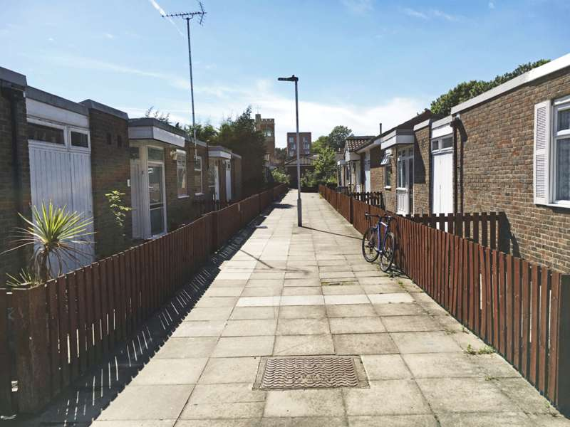 3 Bedrooms Semi Detached Bungalow for sale in Prince Edward Road, Hackney Wick E9