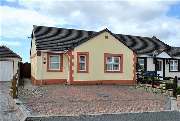 2 Bedrooms Semi Detached Bungalow for sale in The Parade Ground, Llanion Park, Pembroke Dock
