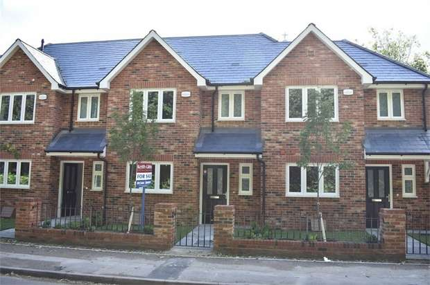 3 Bedrooms Town House for sale in St Marks Road, Binfield, Berkshire