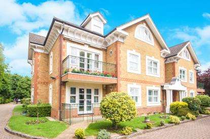 2 Bedrooms Flat for sale in Chase Side, Southgate, London