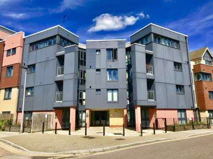 1 Bedroom Flat for sale in GantsHill, Essex