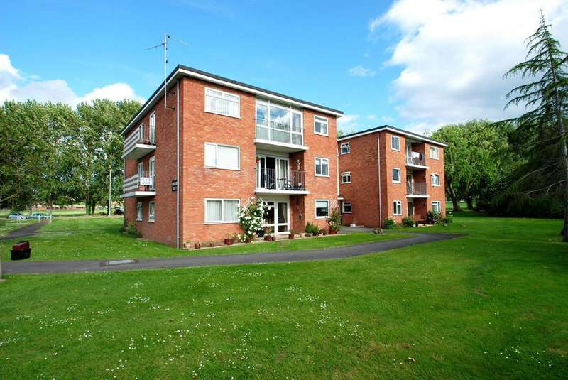 2 Bedrooms Flat for sale in Pembroke Close, Taunton