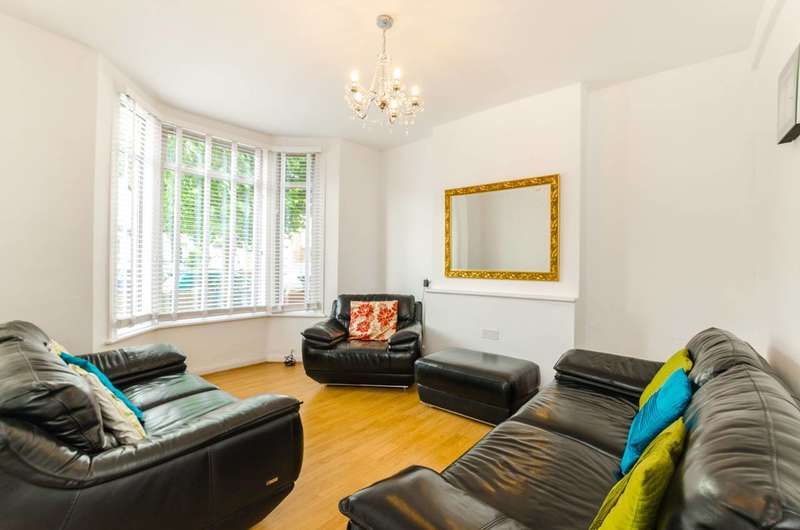 3 Bedrooms Terraced House for sale in Etchingham Road, Leyton, E15
