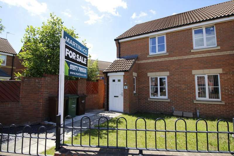 2 Bedrooms Semi Detached House for sale in Lavender Mews, Whitwood, Castleford