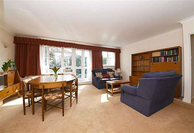 3 Bedrooms Flat for sale in Cumberland Gardens, Hendon, London, NW4