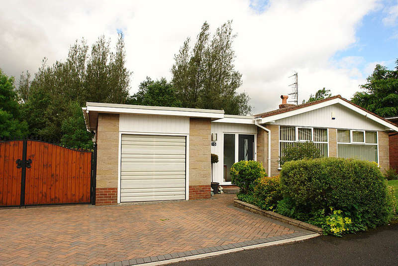 4 Bedrooms Detached Bungalow for sale in 15 Longfield Road, Shaw, Oldham