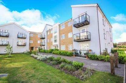2 Bedrooms Flat for sale in Artillery Avenue, Shoeburyness, Southend-On-Sea
