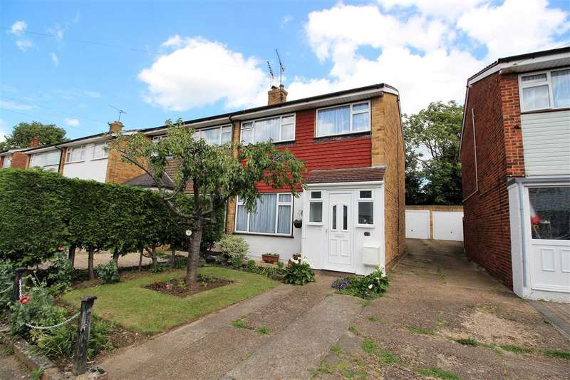 3 Bedrooms Semi Detached House for sale in Hollowfield Avenue, Little Thurrock