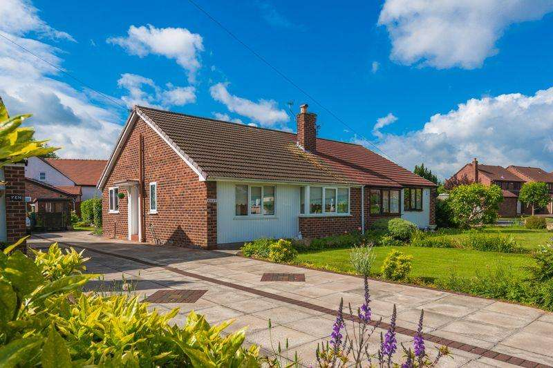 2 Bedrooms Semi Detached Bungalow for sale in Prestbury Drive, Warrington